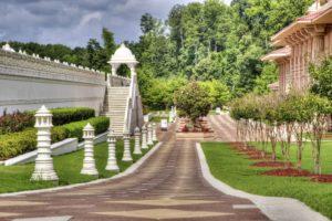 tuin aanleggen met sierbestrating